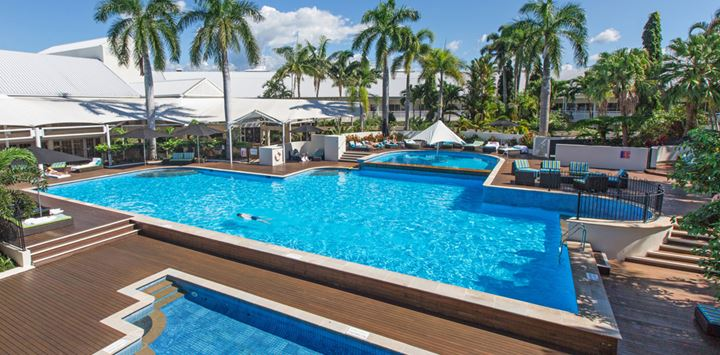 cairns accommodation with pool